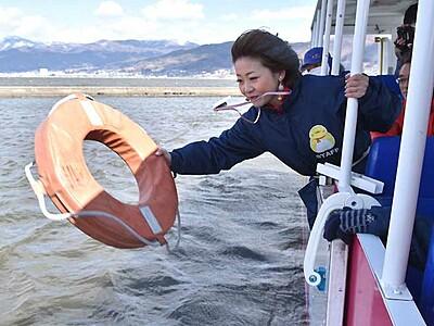 水陸両用バスツアー16日運行開始 諏訪湖で救助訓練