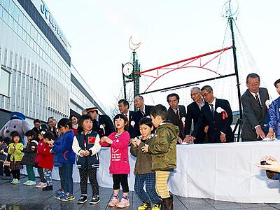 光やライブで新幹線開業4周年祝う 黒部宇奈月温泉駅