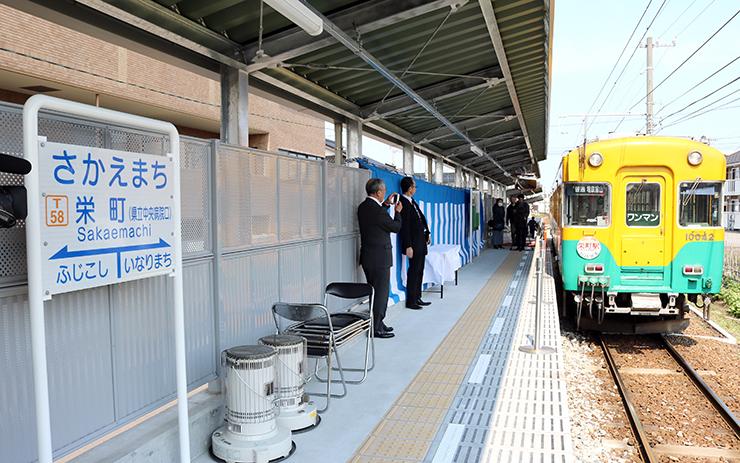 16日から利用開始となる新駅のホーム