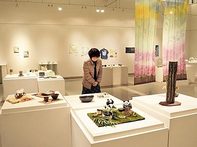 陶芸、ガラスなど講座生が作品展、あわら・創作の森