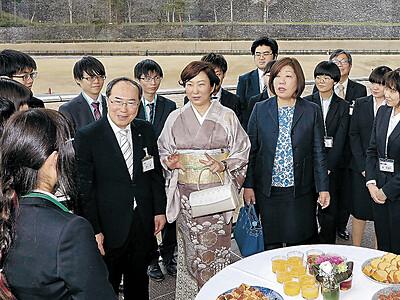 三浦しをんさんが喜び語る 金沢で島清恋愛文学賞贈呈式