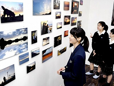 夕日写真に若い感性、丹生高校部員が作品展