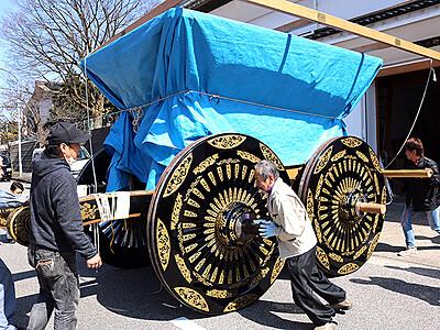 守山町山車 輝き再び 高岡御車山 車輪・車軸の修理完了
