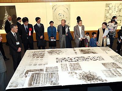 「ひらけ墨画ワールド」展開幕 県水墨美術館