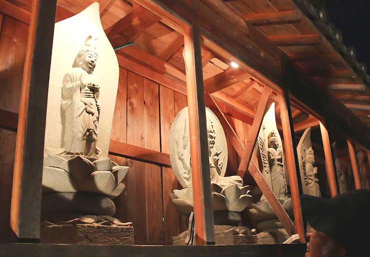 建福寺にある高遠石工の石仏群
