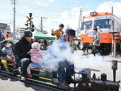 上高地線の電車、間近に 松本の車両所で催し
