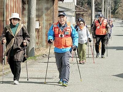 4月に勝山でノルディックウオーク ポール手に歩き健康
