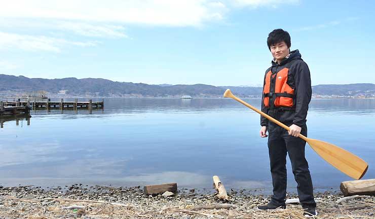 諏訪湖カヤックプロジェクトを始める井川さん