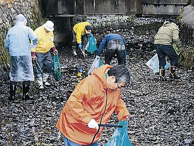 行楽シーズン前に一斉清掃 金沢・長町武家屋敷跡で100人