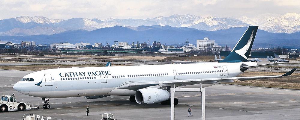 小松空港に到着したキャセイ航空の香港便