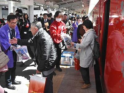 えちごトキめき鉄道「雪月花」 特別運行、上田駅で出迎え