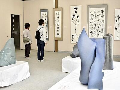 絵画や陶芸、地元作家の自信作一堂 越前市で「ギャラリー窓」