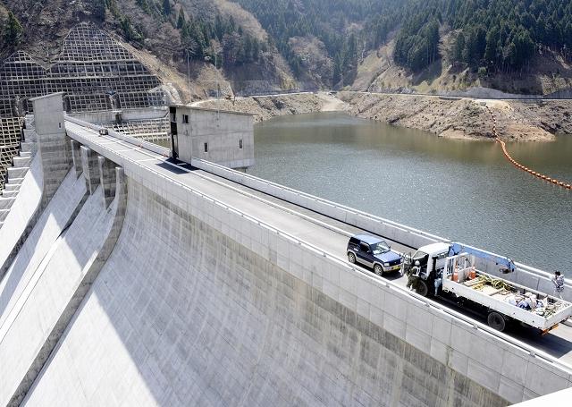 周辺で、ふれあい健康ウオークが行われる河内川ダム=福井県若狭町熊川