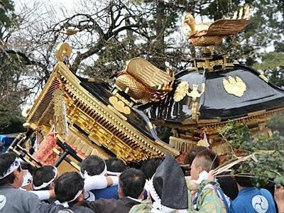 激突、興奮街に元気 糸魚川でけんか祭り