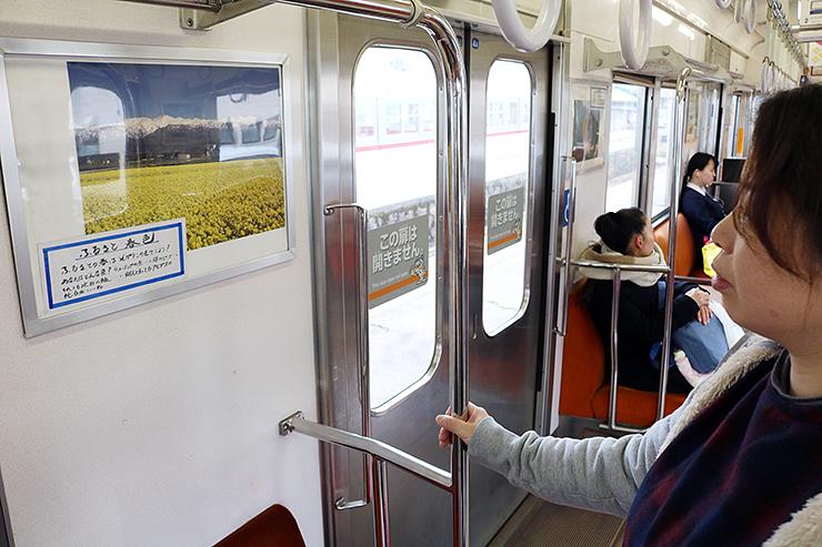 富山地鉄の電車内に展示された風景写真