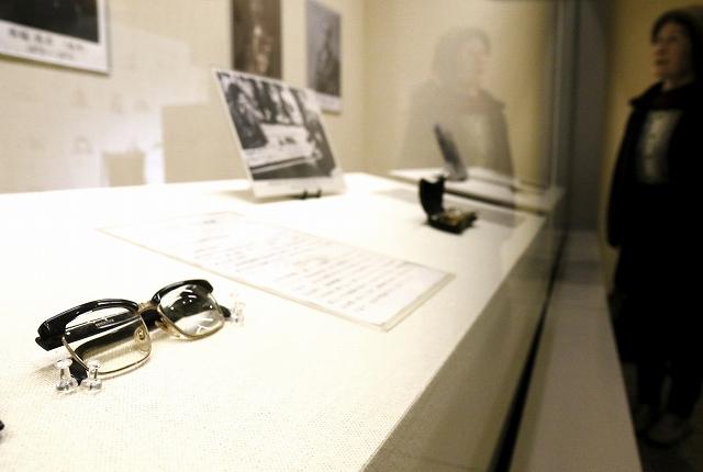 福井の先人たちが愛用した眼鏡を紹介するギャラリー展=福井県福井市立郷土歴史博物館