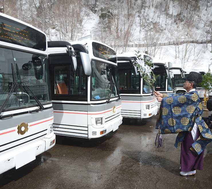 「関電トンネル電気バス」の無事故運行などを願った安全祈願祭