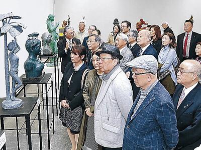 現美、団体鑑賞続々 県立美術館と金沢21世紀美術館
