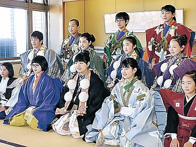 衣装合わせ、晴れ舞台へ決意 来月の小松「こども歌舞伎まつり」