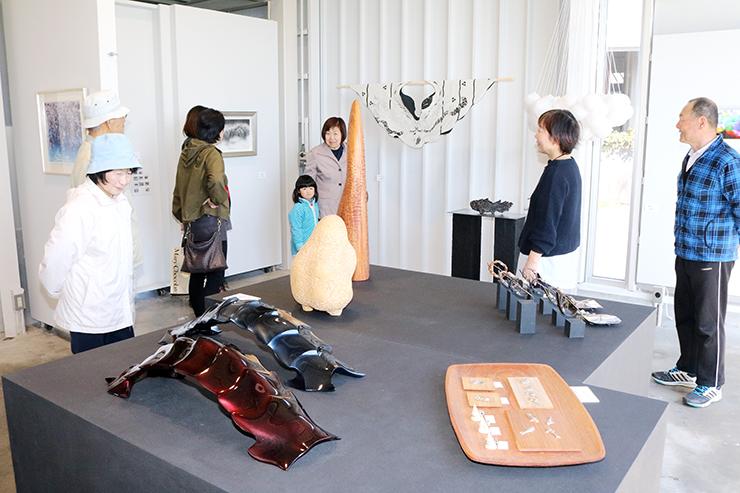 県内作家23人の意欲作がそろったこぶし記展=シーラカンス毛利武士郎記念館