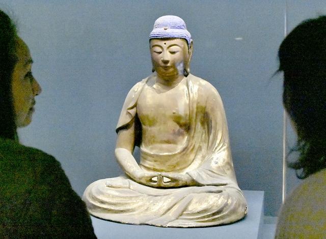 限定公開されている曹福寺の阿弥陀如来坐像=福井県小浜市の県立若狭歴史博物館
