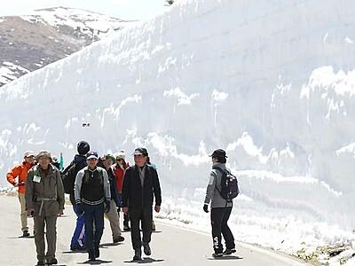 待ちわびた「雪の回廊」 志賀草津道路19日全線開通