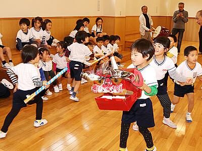 石動の園児 練習に熱  来月小矢部で獅子舞大共演会