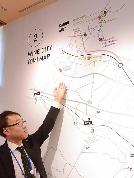 ワイン&ビアミュージアムにある東御市内の地図。ワイナリーの位置が一目で分かる