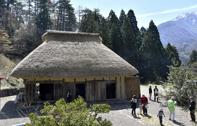 一般公開を再開した旧橋本家住宅=4月20日、福井県大野市宝慶寺