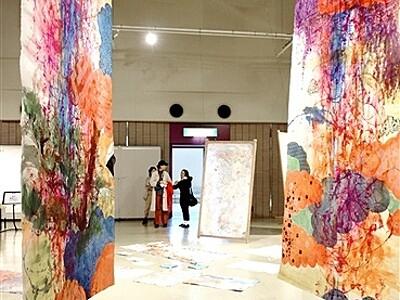 伝統と相対和紙アート 越前市で今立紙展開幕