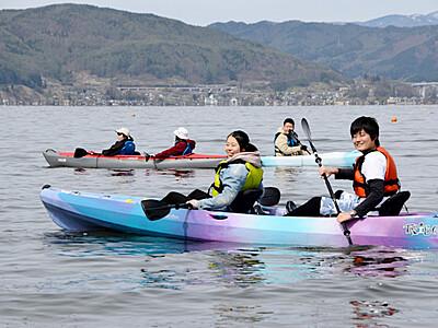 「湖上から見る街、新鮮」 諏訪湖でカヤック初ツアー