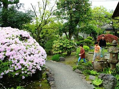 新緑まぶしい城下町の庭園 「百景めぐり」 村上