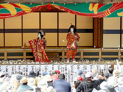 「大鹿歌舞伎」おひねり次々 春の定期公演1000人鑑賞