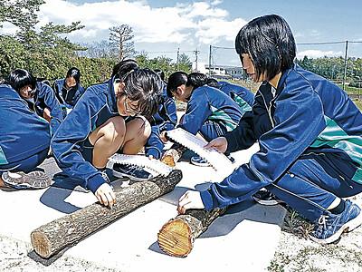 のとてまり 穴水で生徒がシイタケ植菌