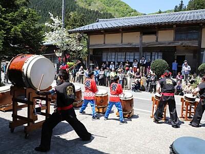 さあ山の季節 日本国太鼓披露でもてなし 村上・小俣宿