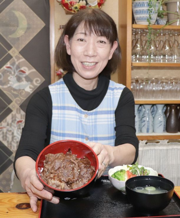 山古志産にいがた和牛を使った焼き肉丼=長岡市山古志種苧原の食堂やまびこ
