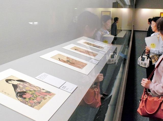 喜多川歌麿や歌川国貞などの江戸の浮世絵美人画が並ぶ展示会=5月11日、福井市の福井県立美術館