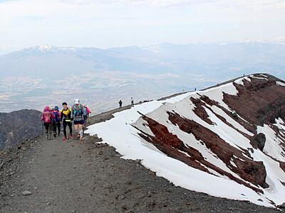 浅間山で山開き 県内外から登山者続々