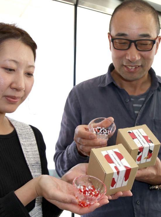錦鯉の紅白と昭和三色の2品種をモチーフに開発した酒器