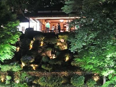 闇に浮かぶ豪商の風情 与板で楽山苑ライトアップ