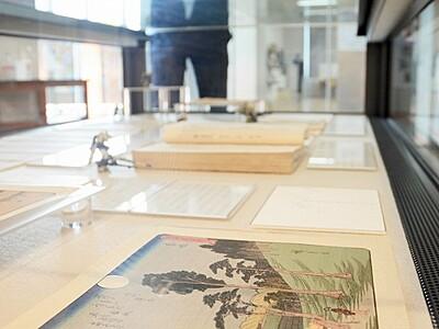 月にまつわる暦や絵画展示 福井県文書館