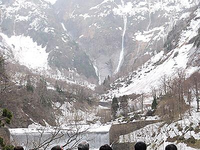 称名滝の遊歩道開通 18日から電動カーをレンタル