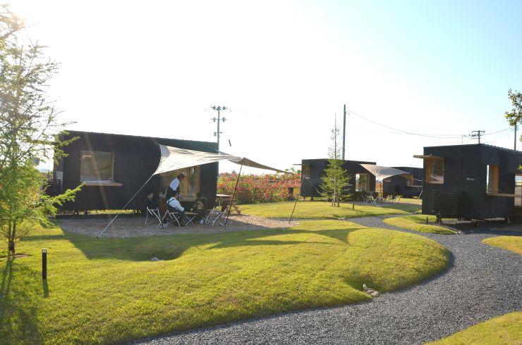 五十嵐邸ガーデンに開設されるグランピング施設=15日、阿賀野市