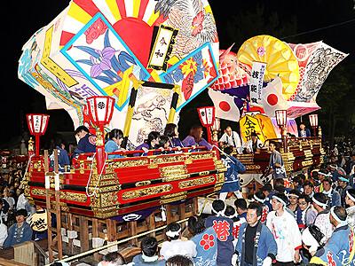 曳き合い勇壮 港町に熱気 富山・岩瀬曳山車祭