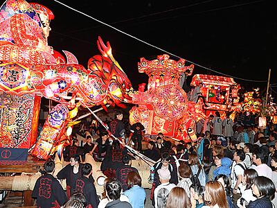 絢爛24基で「夜高の大谷」 6月1日、庄川観光祭