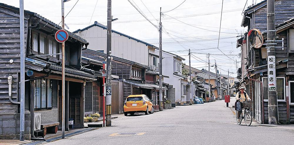 廻船問屋など、港町の町並みが残る金石こまちなみ保存区域=金沢市金石西1丁目
