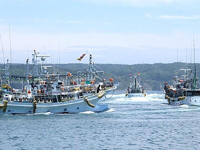 スルメイカ求め 県内外の船、能登沖に続々