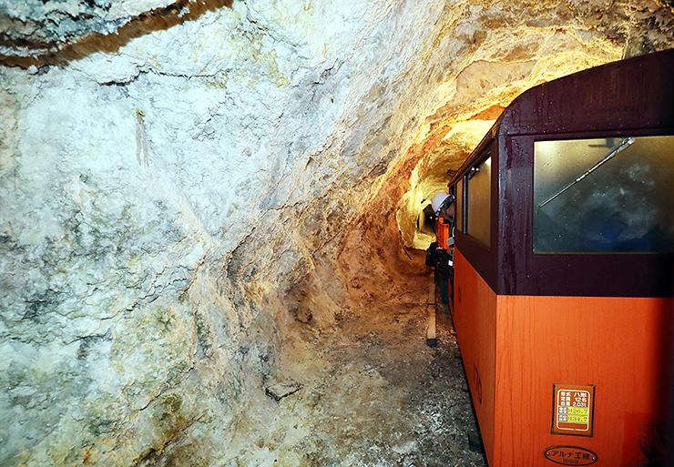 難工事となった高熱隧道を通る上部専用鉄道=仙人谷付近