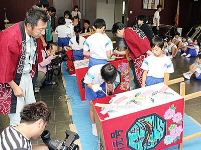 庄川観光祭に向けトッペ行燈製作 砺波・庄川小児童