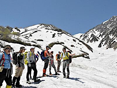 白馬連峰で開山祭 大雪渓へトレッキング